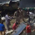 পাকিস্তানে শতাধিক আরোহী নিয়ে বিমান বিধ্বস্ত