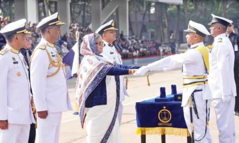 40 Navy officers get award for heroic deeds